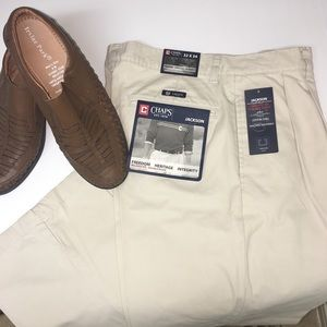 NWT CHAPS Men's Pleated Relaxed Pants Khaki 32x34